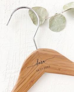 Percha Personalizada Bambú con Nombre y Fecha Grabado