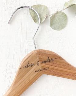 Percha Personalizada Bambú con Nombres y Fecha Grabado