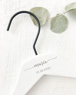 Percha Personalizada Blanca con Nombre y Fecha Grabado