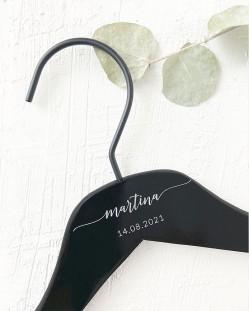 Percha Personalizada Negra con Nombre y Fecha Grabado