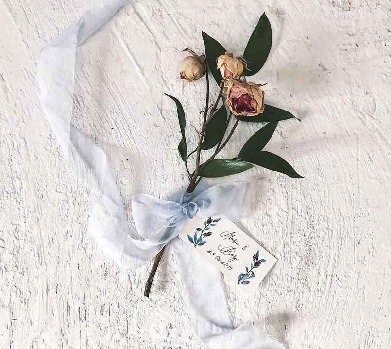 Etiqueta personalizada boda con ramillete Marmarina